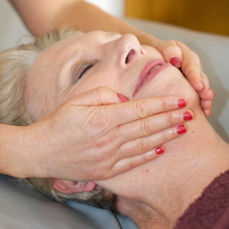 natural facelift massage